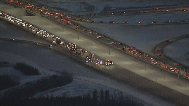 Commuter chaos continues south of Edmonton after pro-pipeline convoy