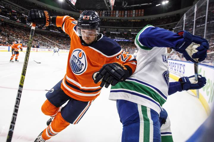 Edmonton Oilers stumble early and lose to Canucks