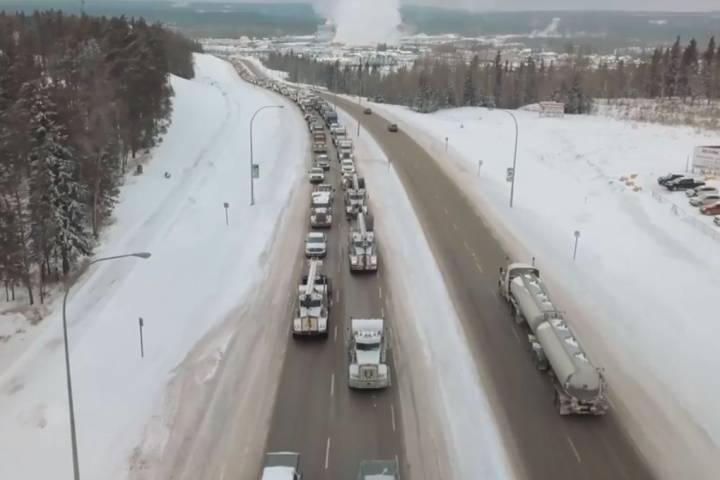 Hundreds of trucks roll through Whitecourt as part of pro-pipeline convoy