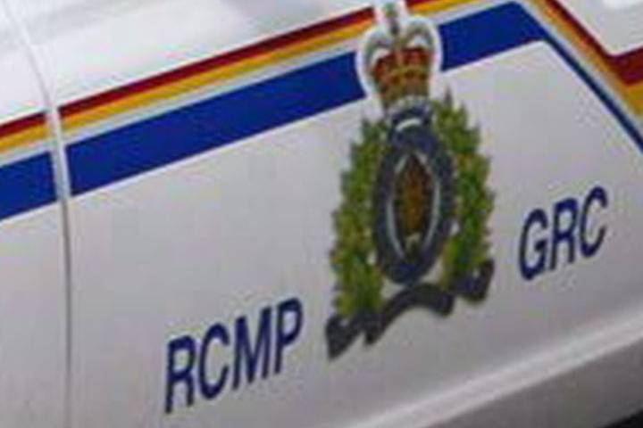 Residents of Grande Prairie neighbourhood told to stay inside over 'possibly armed' person in a home: RCMP