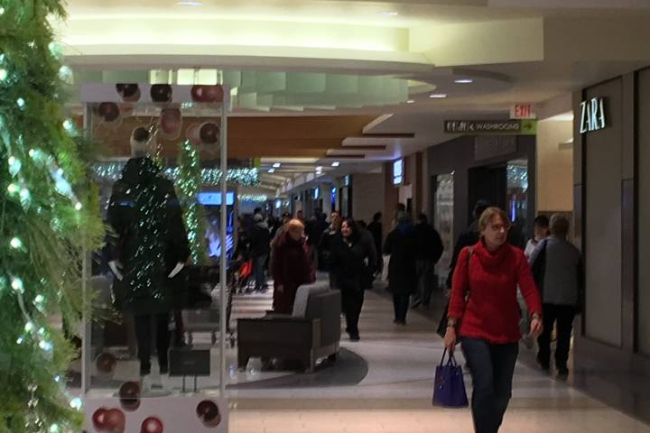 Thousands hit Edmonton stores on final shopping days before Christmas