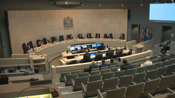 Edmonton city council discusses calcium chloride use, transparency of pilot program