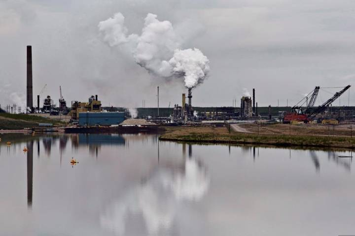 Oil-price rout doubles Canada's trade deficit to $2.1B in November
