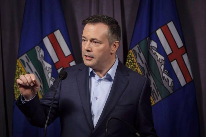 Alberta Opposition Leader Jason Kenney says he would shelve oil by rail deal