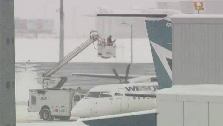 Calgary airport to change up de-icing program; union fears layoffs, increased fees