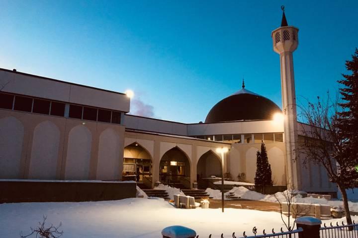 Edmonton police patrolling local mosques during Friday prayers: Alberta Muslim council