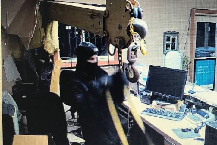 Picker truck used to steal safe from Alberta bank: police