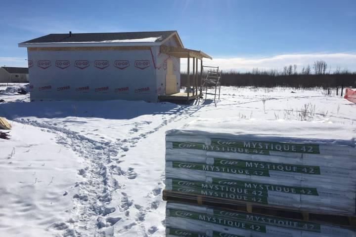 'Tiny homes' provide shelter, job skills for central Alberta First Nation