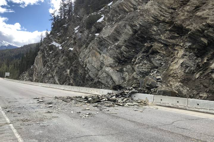 Highway 16 reopened west of Jasper after rock slide forced its closure