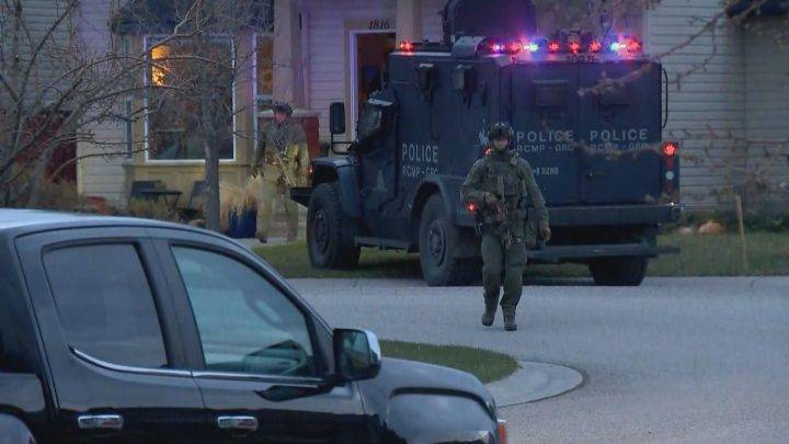 2 arrested after stolen vehicle chase, home broken into and standoff in High River