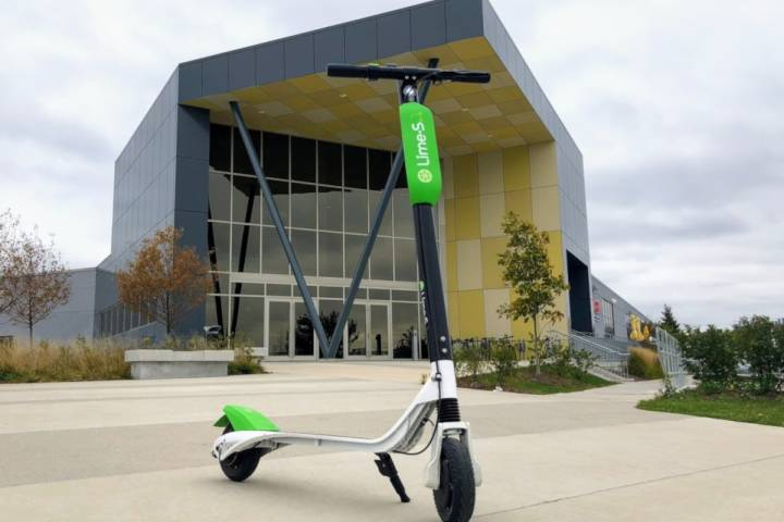 Council vote approves bylaw change for e-scooters in Edmonton