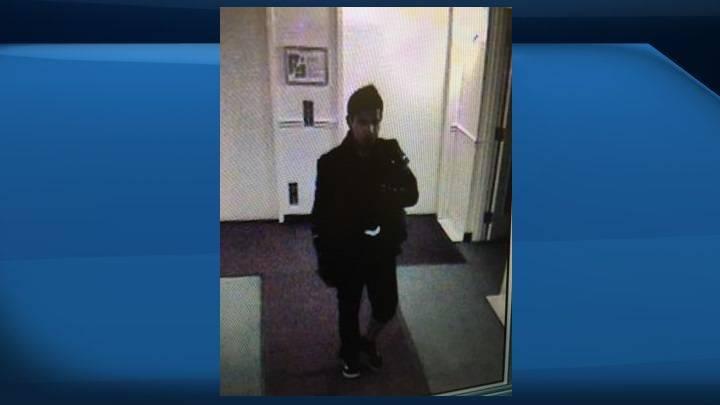Edmonton police seek suspect after knife-wielding man breaks into Oliver residence, demands money