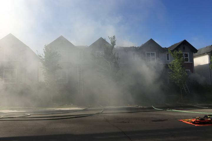 Fire at townhouse complex in north Edmonton's Schonsee area