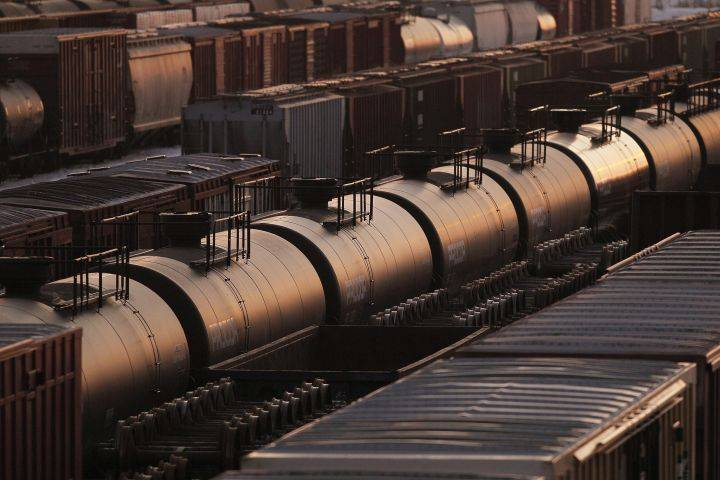 Oilsands firms considering diluent recovery units to increase crude by rail volumes