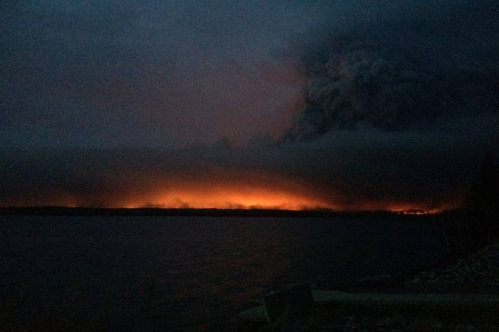 Park damaged in Fort McMurray fire closes early after trees toppled