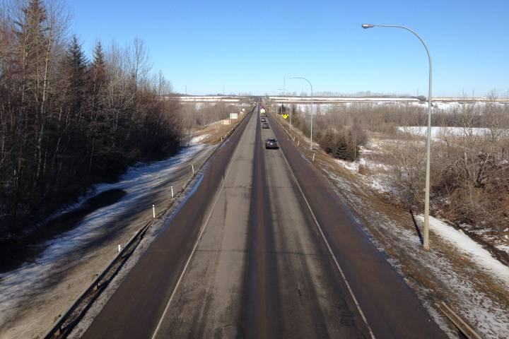 Portion of Highway 15 twinning to be finished by end of summer: Alberta government