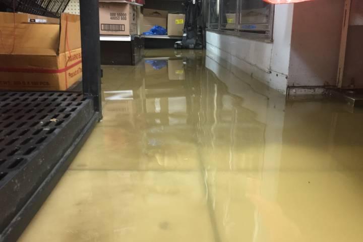 Downtown Edmonton water main break floods businesses: 'It's madness'