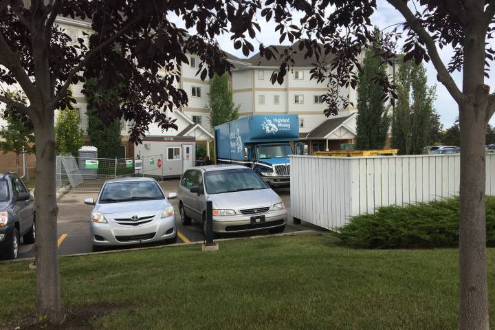 Fort Saskatchewan condo evacuees start to move out their belongings as building sits in limbo