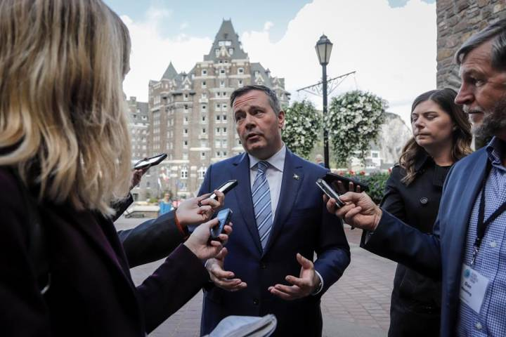 Restraint coming, but not Klein-era budget cuts, Kenney tells Alberta municipal leaders