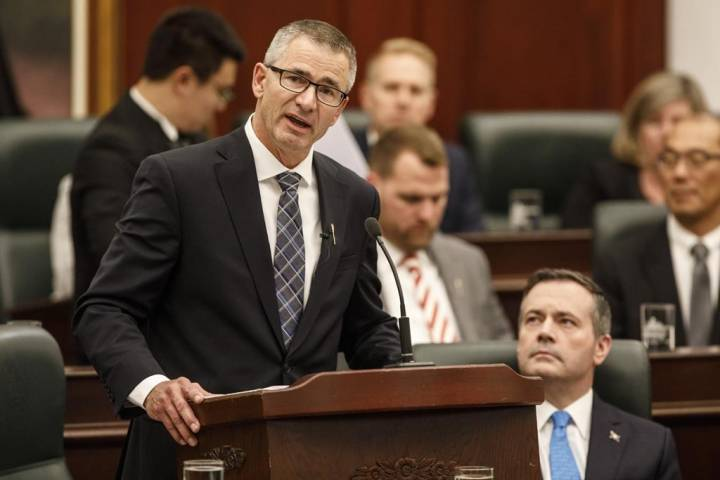 Alberta introduces bills to increase rural doctors, bring in replacement workers for union jobs