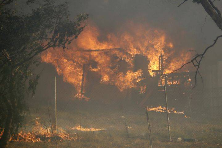 Canadian living amid California fires says emergency preparedness there has parallels with severe snowstorms