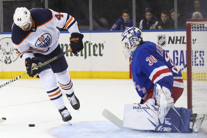 Edmonton Oilers score three in third to win fifth straight