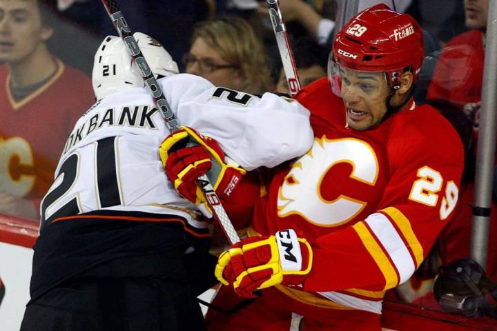 Akim Aliu calls Calgary Flames head coach Bill Peters' apology 'misleading, insincere and concerning'