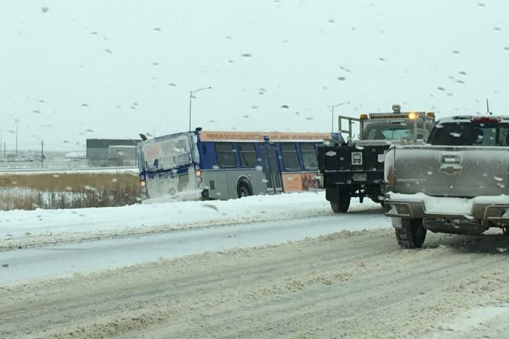 Dozens of crashes in Edmonton as snowfall warning continues Saturday