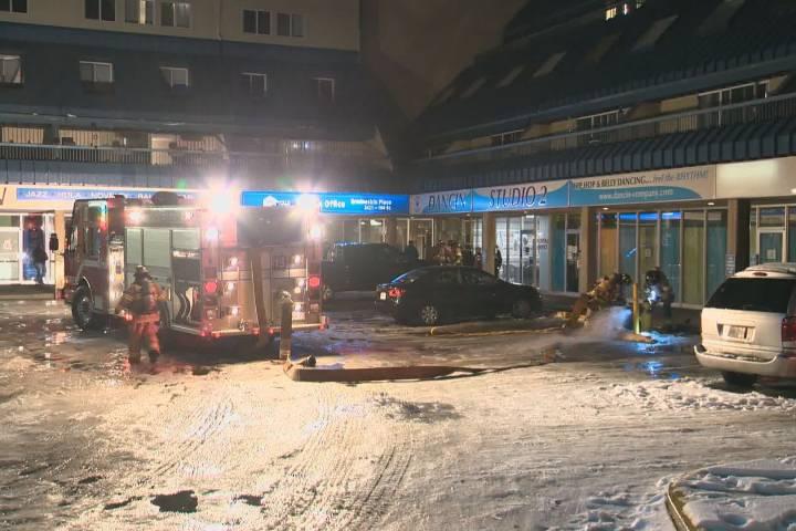 Multiple cars catch fire in south Edmonton parkade
