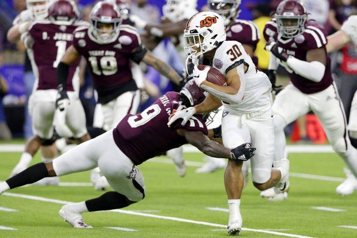 Alberta's Chuba Hubbard becomes 2nd player in Oklahoma State University history to rush for 2,000 yards in a season