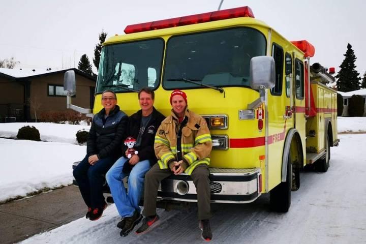 Alberta trio successfully crosses U.S.-Mexico border with fire truck donation