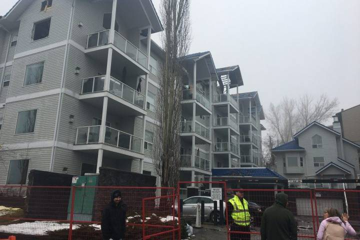 Calgarians support Bankview residents displaced by condo fire