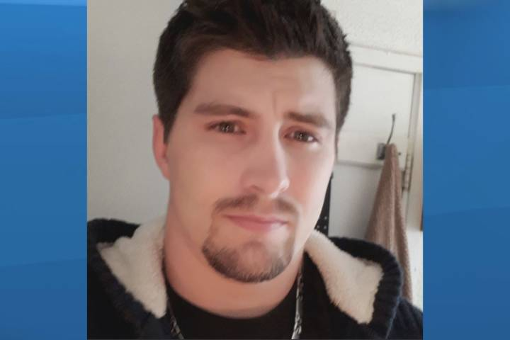 Calgary police, Alberta RCMP searching for man wanted on domestic offences