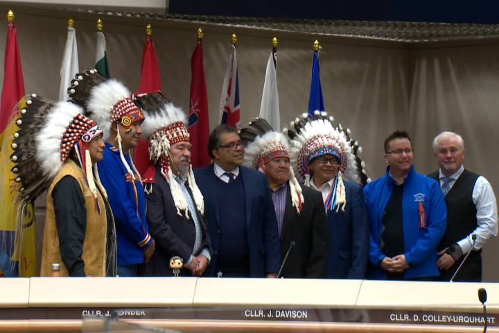 Métis, Treaty 7 flags raised in Calgary city council chambers