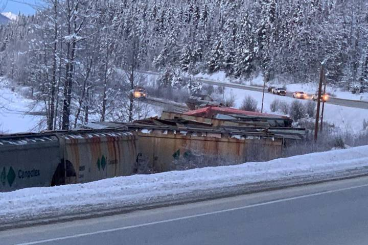 'Small amount' of potash spilled after train derailment near B.C.-Alberta border