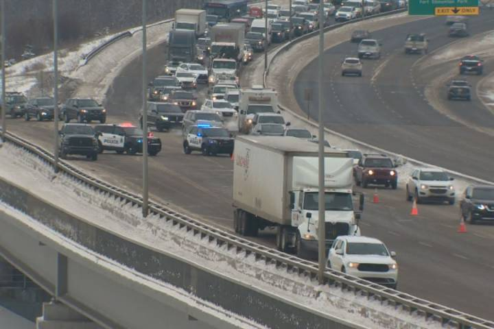 Crash in west Edmonton creates traffic delays on Whitemud