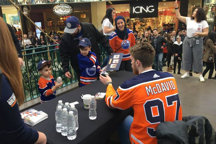 Edmonton Oilers to hold practice, autograph session at West Edmonton Mall