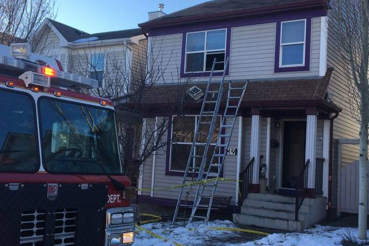 Man treated for smoke inhalation after house fire in Calgary's Tuscany neighbourhood