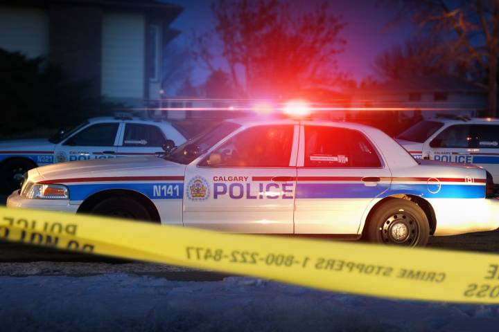 Stabbing victim taken to hospital from downtown Calgary convenience store