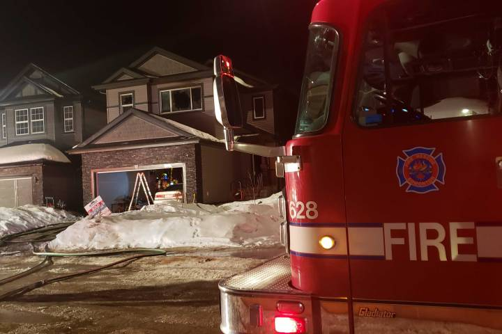 5 people escape south Edmonton house fire