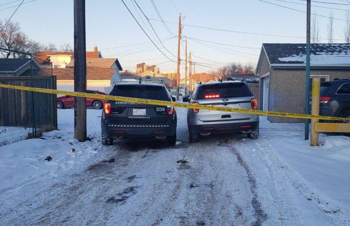 Homicide investigators called to central Edmonton after person taken to hospital