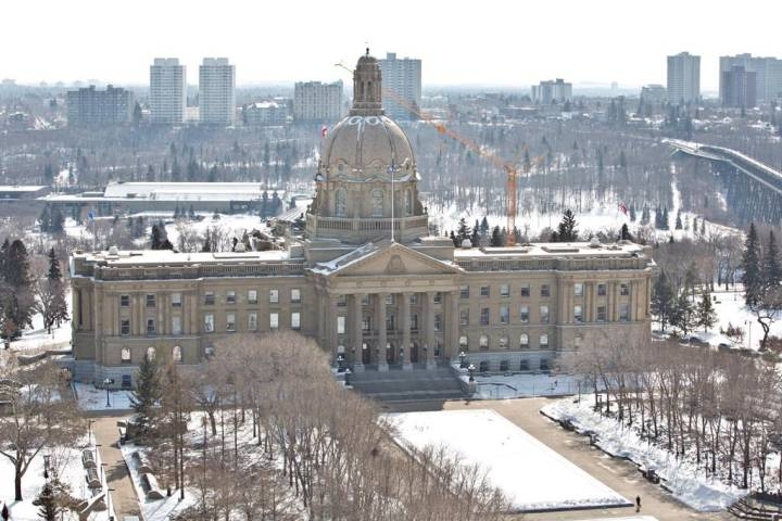 'The help is really useless' : Albertans frustrated by overwhelmed isolation benefit program