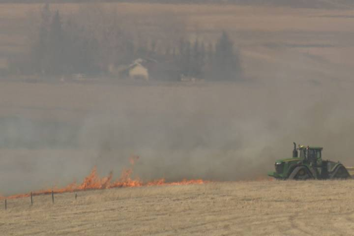 Rocky View County grass fire spreads to Calgary city limits