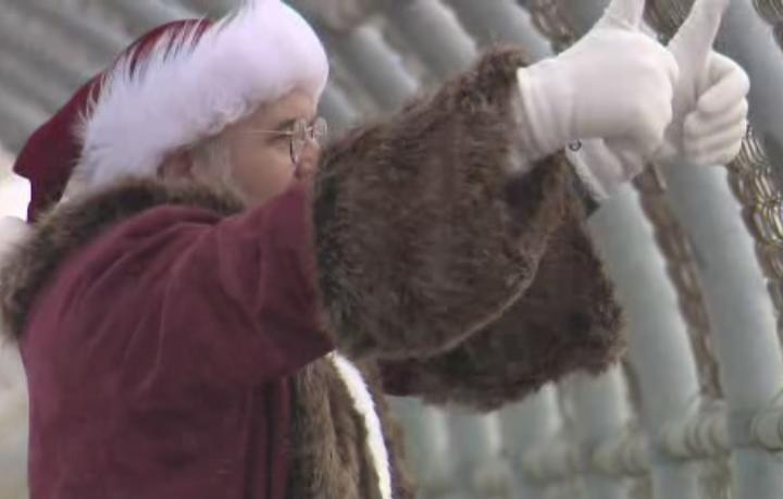 Santa Claus delivers cheer to Alberta community amid COVID-19 pandemic
