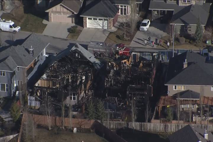 Calgary homes destroyed, another damaged in early morning fire