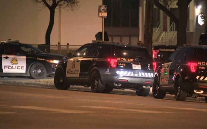 Calgary police investigating 2 early morning shootings that injured 3 people