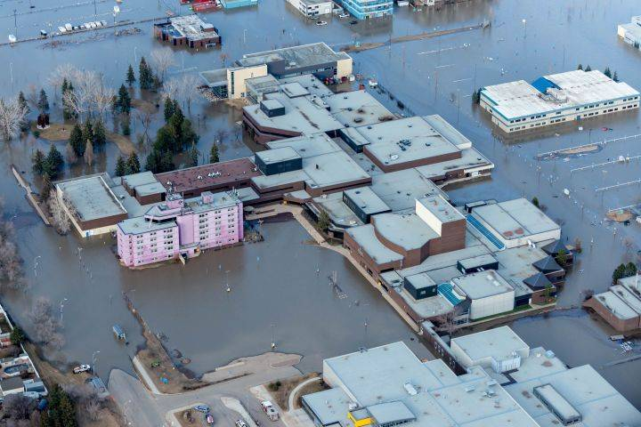 Councillors pass motions to help Fort McMurray residents with flood recovery