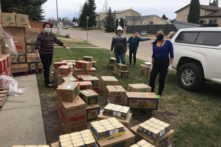 Edmonton Filipino community rallies to bring groceries to quarantined meat-plant workers in High River