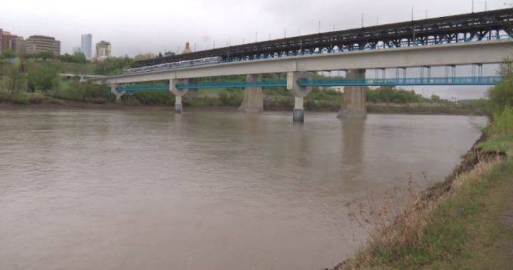 'Rapidly rising water levels' prompt city to warn Edmontonians to stay away from North Saskatchewan River