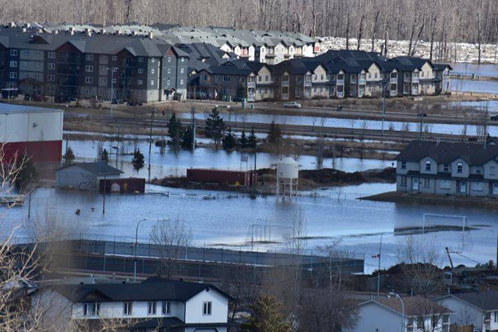 Residents returning after Fort McMurry flooding must be cautious amid COVID-19 pandemic